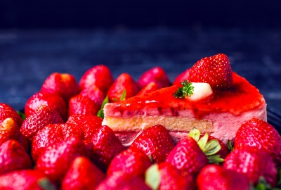 Strawberry Cake 4K Wallpaper