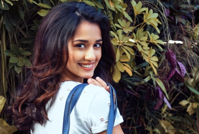 Disha Patani HD Wallpaper